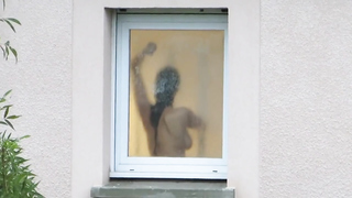 Nachbarin Nackt Am Fenster