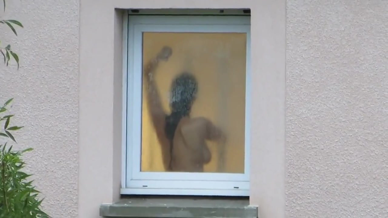 Nackt sehen nachbarn Nachbarin nackt
