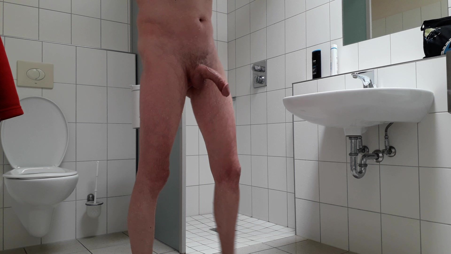 Duschen männer nackt beim Hot alte